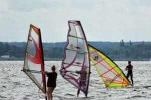 Lerne das Windsurfen bei uns am Steinhuder Meer!